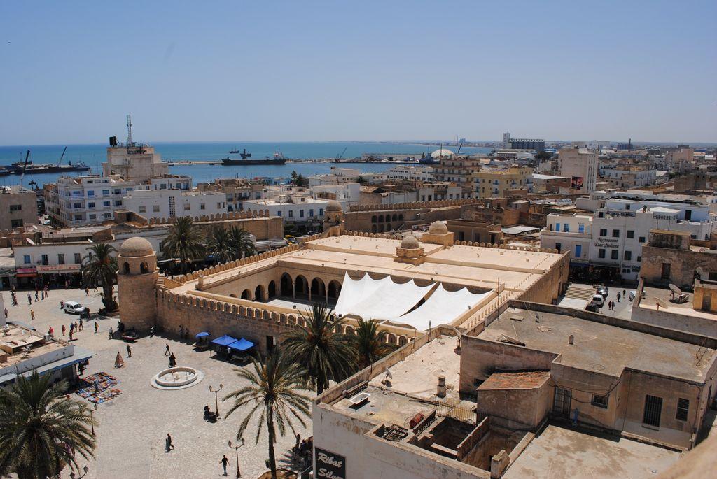 Blaise Diagne Airport (DSS)到Tunis Airport (TUN)
